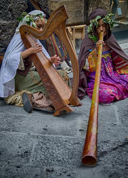 PB153 - Street Performers, Siena, Italy