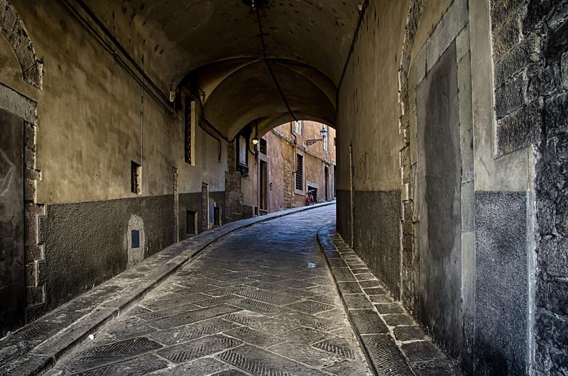 WBb308 - Alleyway, Cortona, Italy