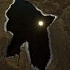 Spiegelung - die Sonne spiegelt sich in einer Pfütze in einem ausgetrockneten Flußbett - Norwegen