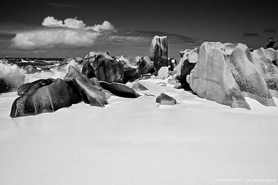 White sand & rocks