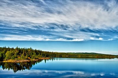 Zelten in der Wildniss - Skäckerfjällen Naturreservat am See Äsingen bei Anjan nahe der Grenze zwischen Schweden und Norwegen In Schweden gibt es das Jedemannsrecht (allemansrätt), das jedem gestattet eine Nacht zu zelten wo es einem gefällt - sofern man die Regeln beachtet!