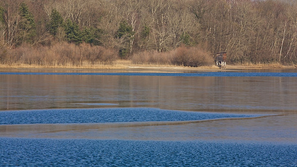 Dünne Eisschicht auf dem Fermasee - Rheinstetten, Deutschland