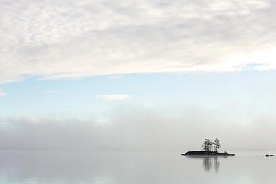 Frühnebel am See, Värmland - Schweden