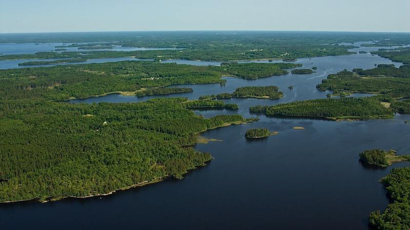 """Åsnensee - Småland, Schweden <br /> Lake Åsnen - Småland, Sweden <br /> mehr dazu im Blog: <a href=""""http://arnohelfer.wordpress.com/2011/04/06/reiseziele-in-schweden/"""">Reiseziele in Schweden</a>"""