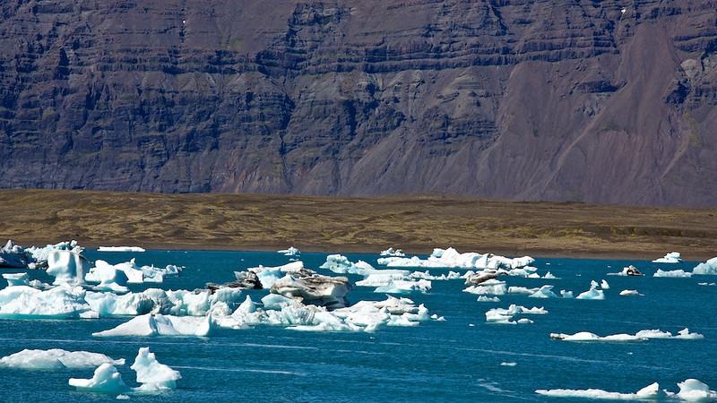 """Treibeis in der Gletscherlagune Jökulsárlón - Island<br /> <br />Driftice in Glacier Lagoon Jökulsárlón - Iceland<br /> <br />  - mehr dazu im Blog: <a href=""""http://arnohelfer.wordpress.com/2013/07/14/island-10-tage-10-bilder/"""">Island - 10 Tage, 10 Bilder</a>"""