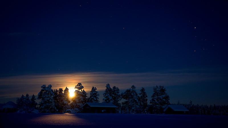 """Mondaufgang in Renvallen - Arvidsjaur, Lappland, Schweden<br /><br />  Moonrise in Renvallen - Arvidsjaur, Lapland, Sweden<br /><br /> - mehr dazu im Blog: <br /><a href=""""http://arnohelfer.wordpress.com/2013/01/06/winter-in-lappland/"""">Winter in Lappland</a><br />"""