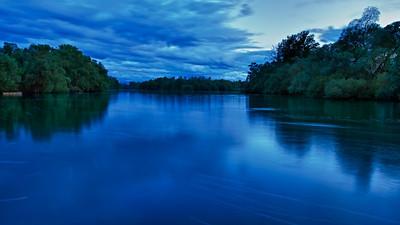 'Blaue Stunde' am Altrhein - Rheinauen am mittleren Oberrhein, Deutschland 'Blue hour' at the Old Rhine - middle Upper Rhine, Germany