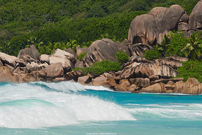 Grand Anse - waves and rocks