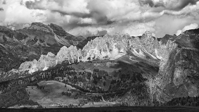 """Grödnerjoch - Dolomiten, Südtirol, Italien<br /><br />  Gardena Pass - Dolomites, South Tyrol, Italy<br /><br /> - mehr dazu im Blog: <br /><a href=""""http://arnohelfer.wordpress.com/2013/02/24/dolomiten-in-schwarzweis/"""">Dolomiten in Schwarzweiß</a><br />"""