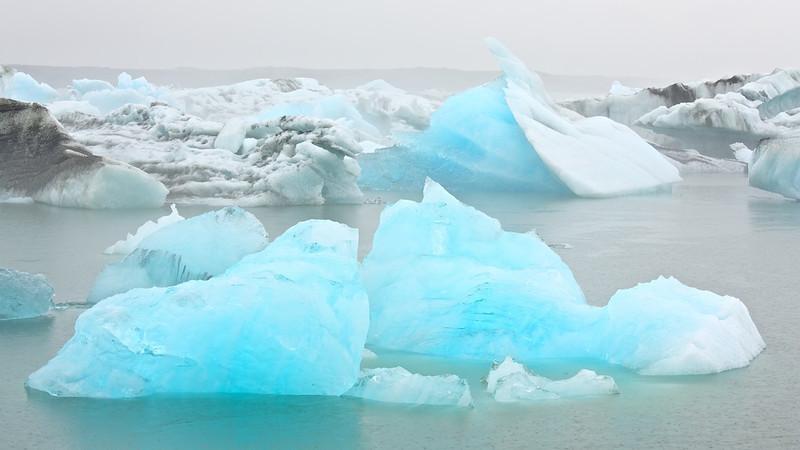 "Eisberge in der Gletscherlagune Jökulsárlón - Island<br /><br />  Icebergs in Glacier Lagoon Jökulsárlón - Iceland<br /><br />  - mehr dazu im Blog: <a href=""http://arnohelfer.wordpress.com/2013/07/29/jokulsarlon/"">Jökulsárlón</a>"