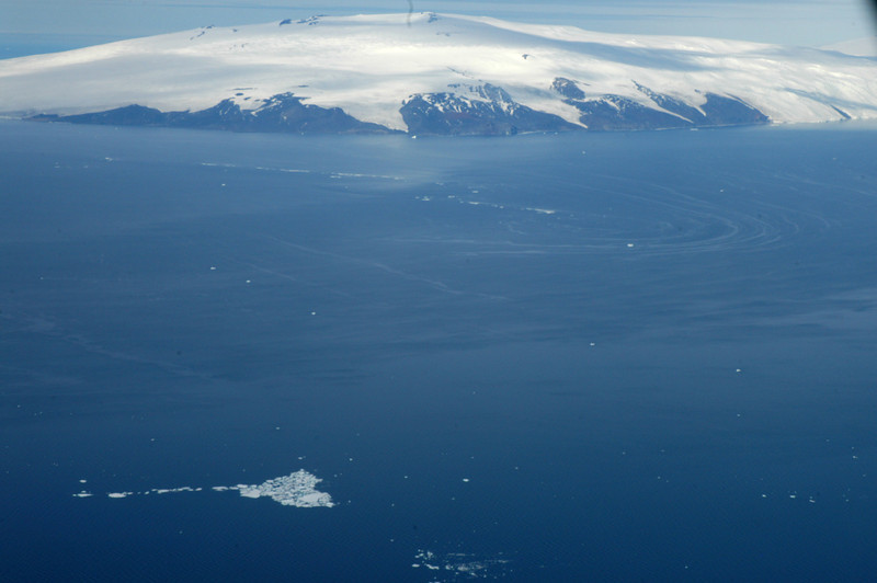 Ariel view of Antarctica. Prime Minister John Key's visit to Antarctica, Jan 2013. Credit New Zealand Ministry of Foreign Affairs and Trade