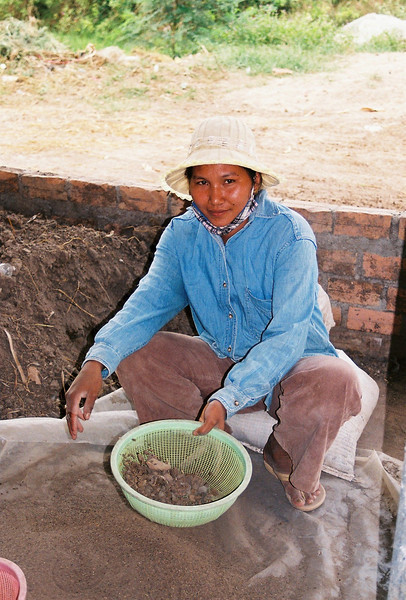 Cow dung is used as an organic fertilizer at the Fresh From the Farm (Triple F) organic vegetable farm, Cambodia. Credit: New Zealand Ministry of Foreign Affairs and Trade