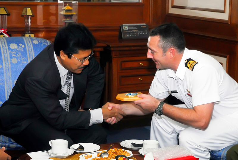 Mayor of North Jakarta with Commander John Butcher aboard the HMNZS Te Mana in Jakarta, June 2011.