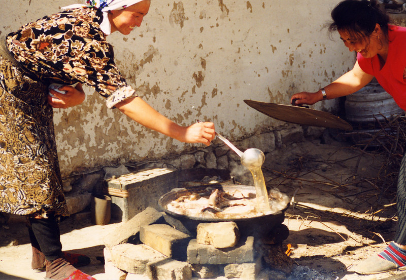 Local women cooking in the Kyrgyz Republic. Credit: New Zealand Ministry of Foreign Affairs and Trade