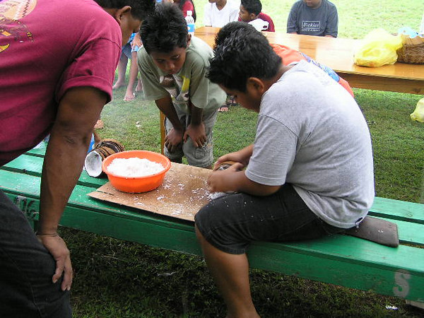 Passing on traditions - Coconut grinding, Palau. Credit: New Zealand Ministry of Foreign Affairs and Trade