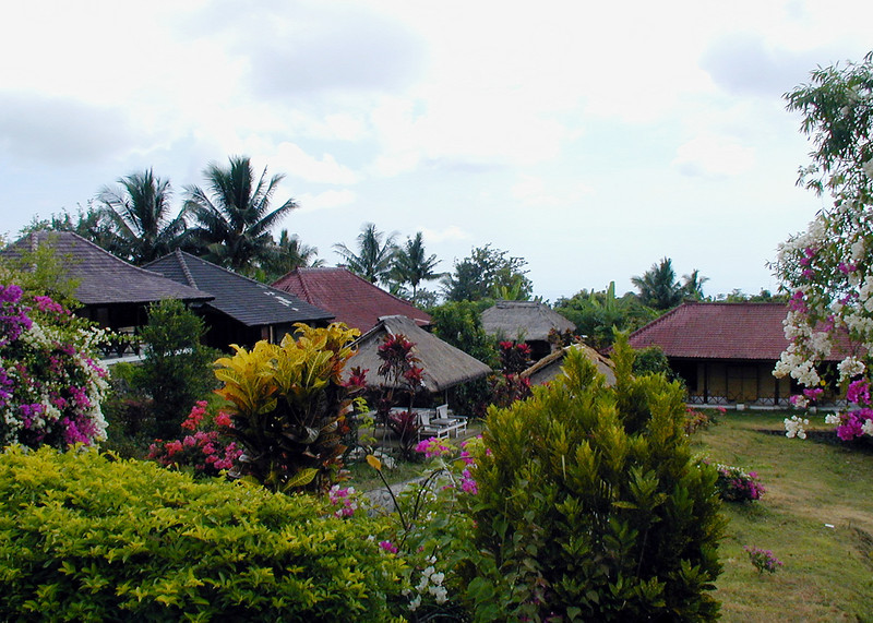 Buildings and tropical gardens at the Rinjani Track Centre, Gunung Rinjani National Park, Lombok, Indonesia. Credit: New Zealand Ministry of Foreign Affairs and Trade