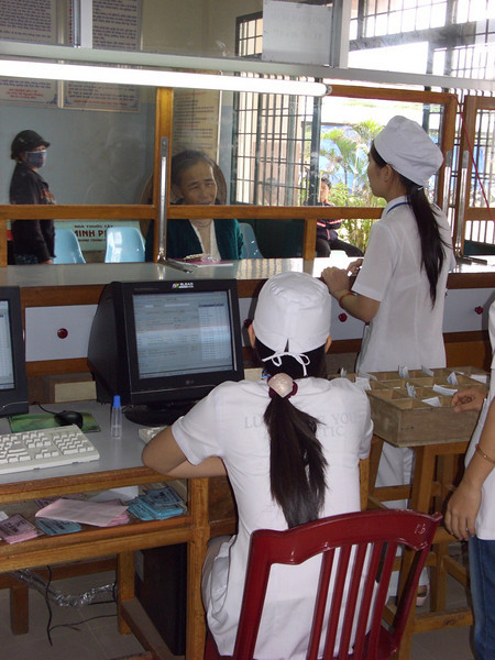 Health workers at a clinic  in Binh Dinh, Vietnam. Credit: New Zealand Ministry of Foreign Affairs and Trade