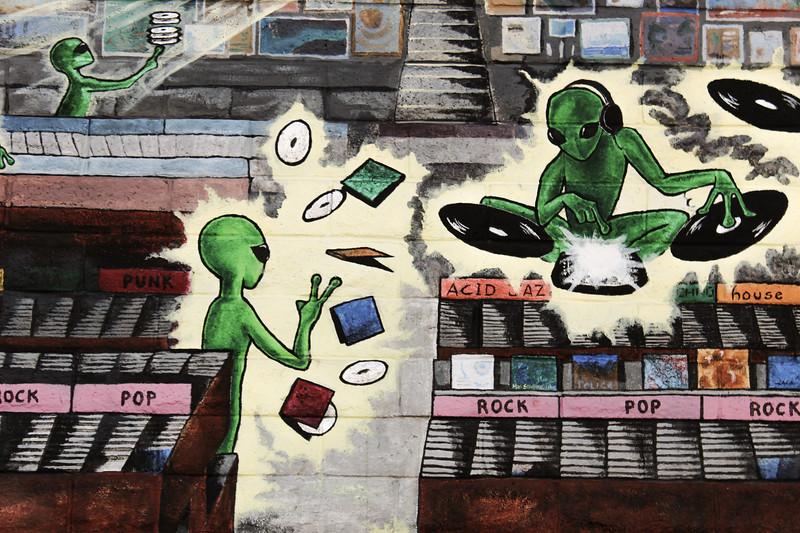 cool alien wall art