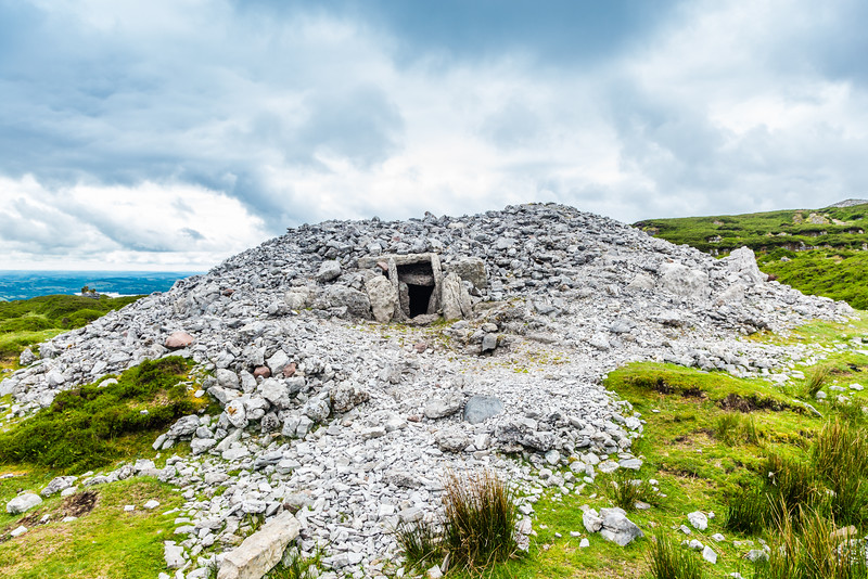 REPUBLIC OF IRELAND-CARROWKEEL MEGALITHIC CEMETARY-PASSAGE TOMBS