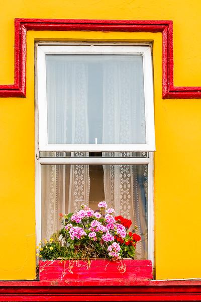 REPUBLIC OF IRELAND-RING OF KERRY-KENMARE-WINDOW BOX