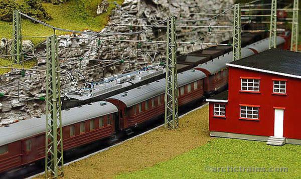 MBV Ofotbanemodell Ofoten Museum VU 2001 Rombak 1950's Passenger Cars (UGJ) 2001-03-19 by TS