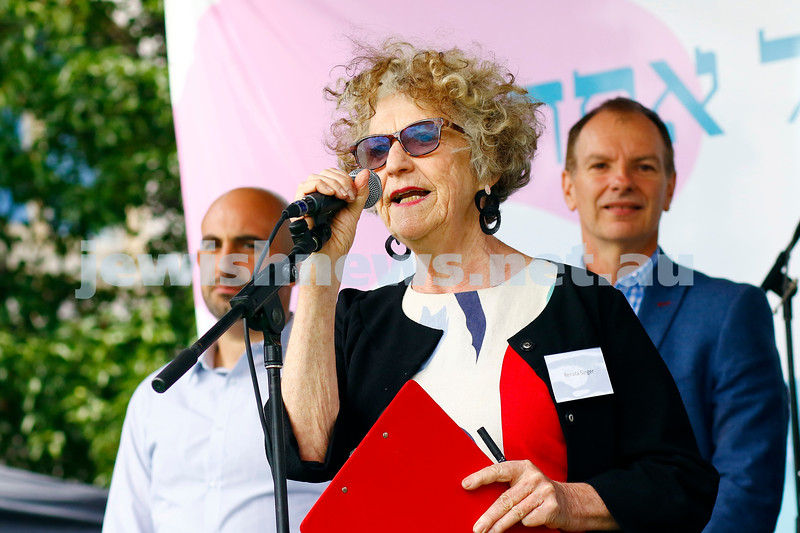 Renata Singer officially opening the festival.