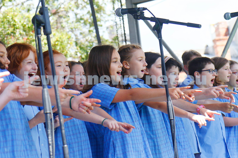 17-3-18. In One Voice street festival, Elsternwick. Sholem Aleichem choir. Photo: Peter Haskin
