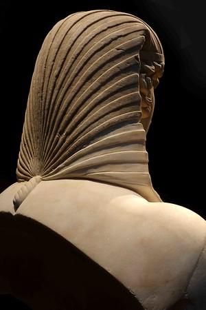 DSC00218 Back of Statue