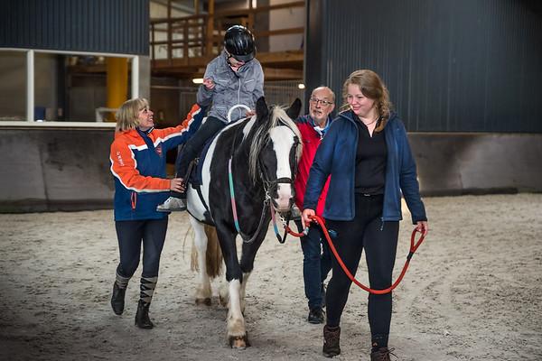 FPG-manege De Baander Meppel. Stichting Paardrijden Gehandicapten Meppel (PGM) biedt o.a. paardensport voor mensen met een beperking.