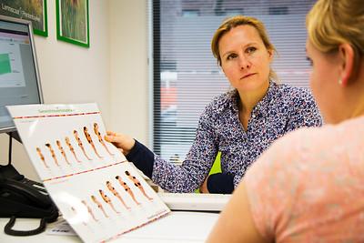 Myrthe van der Zwart, Ouder en Kind Adviseur gezondheidscentrum Pamouslaan Ijburg, 4 januari 2016, foto: Katrien mulder