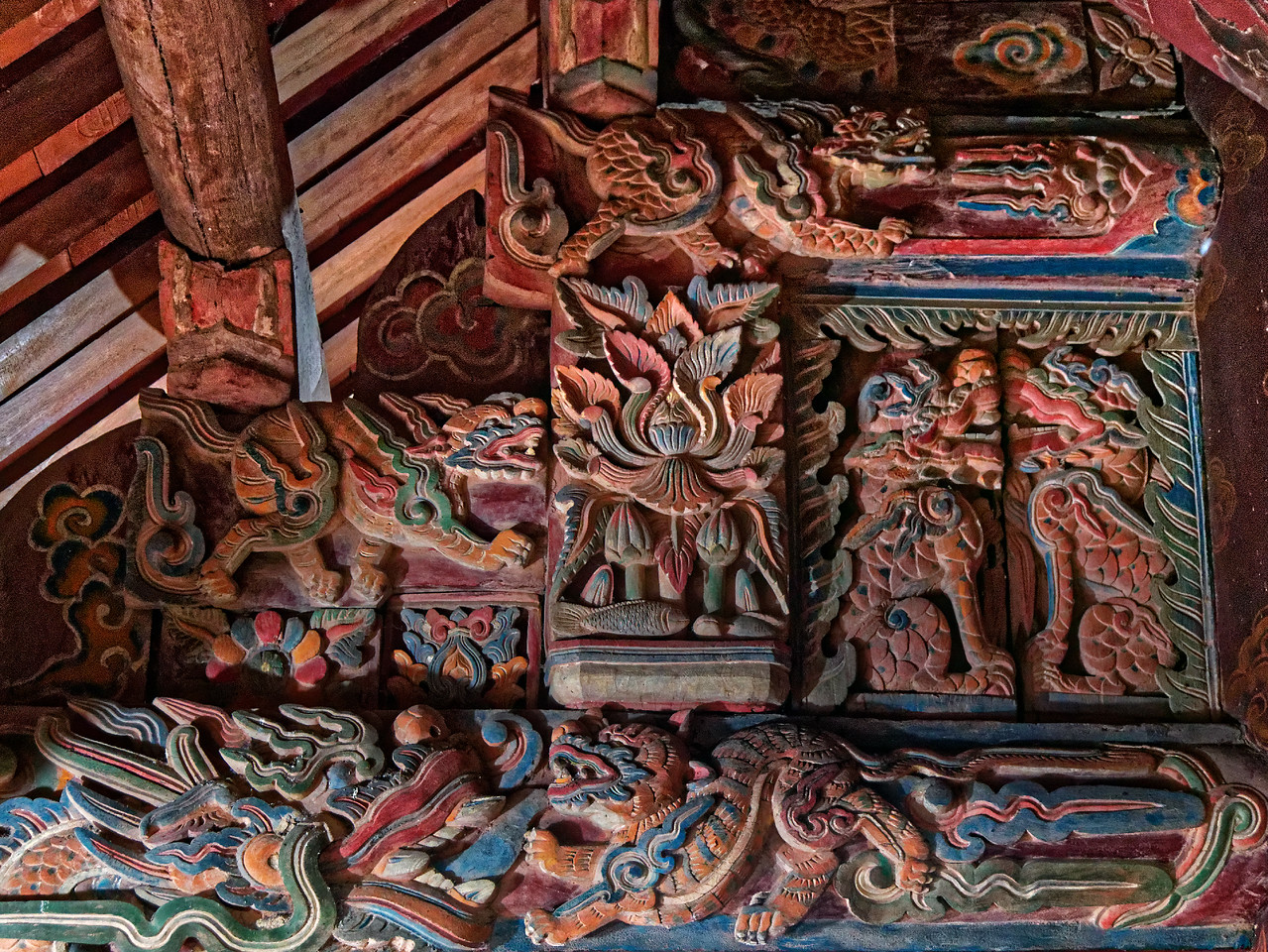 Elaborately carved beam supporting the roof overhang of the temple building