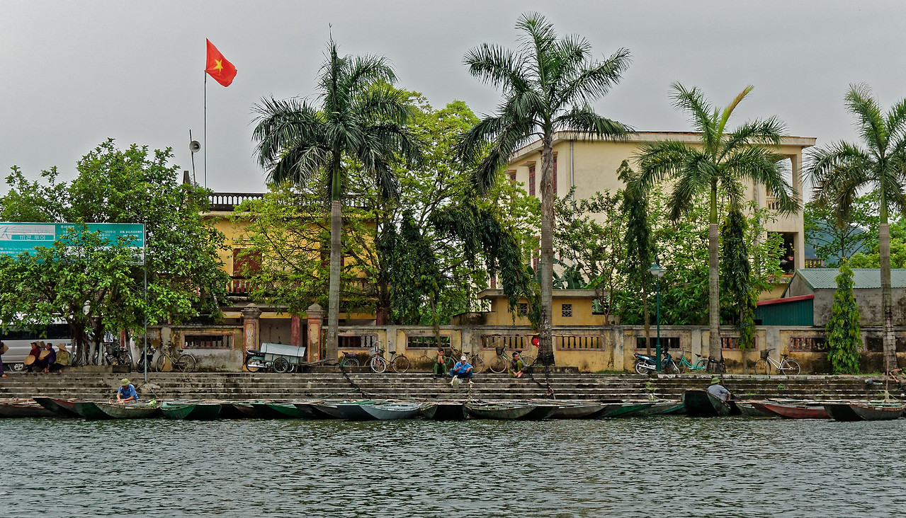 Returning to shore and the village of Truong Yen