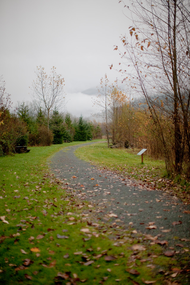 Trail with benches and markers in Deming Eagle Homestead Park