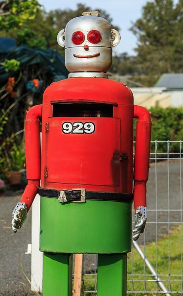 LB 83 Robot Letterbox