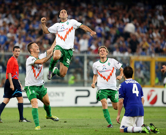 Bremen's Claudio Pizarro, center, celebrates after scoring during the Champions League, playoff, return leg soccer match between Sampdoria and Werder Bremen, at the Luigi Ferraris stadium in Genoa, Italy, Tuesday, Aug. 24, 2010. (AP Photo/Carlo Baroncini)