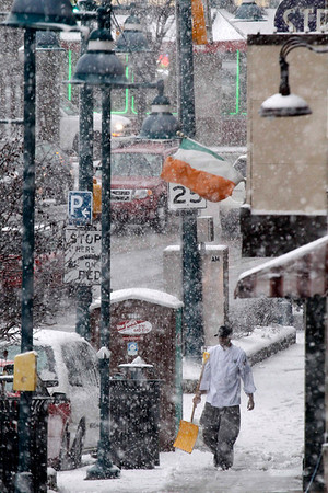 Snow begins to fall in Mt. Lebanon, Pa., before evening rush hour Friday, Feb. 5, 2010. Forecasters are calling for eight to twelve inches in Western Pennsylvania by mid-day Saturday.  (AP Photo/Gene J. Puskar)