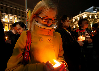 People light candles in memory of the subway blast victims outside the Lubyanka Subway station, which was earlier hit by an explosion, Moscow, Monday, March 29, 2010. Two explosions blasted Moscow's subway system Monday morning as it was jam-packed with rush-hour passengers, killing at least 37 people, emergency officials and news agencies said. (AP Photo/Dmitry Lovetsky)