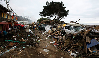 Residents dig among the debris in Iloca, Chile, Monday, March 01, 2010.  (AP Photo/Fernando Vergara)