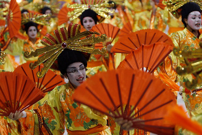 A dancer of Imperatriz samba school performs during carnival parade at the Sambadrome, in Rio de Janeiro, early Monday, Feb.15, 2010. (AP Photo/Silvia Izquierdo)