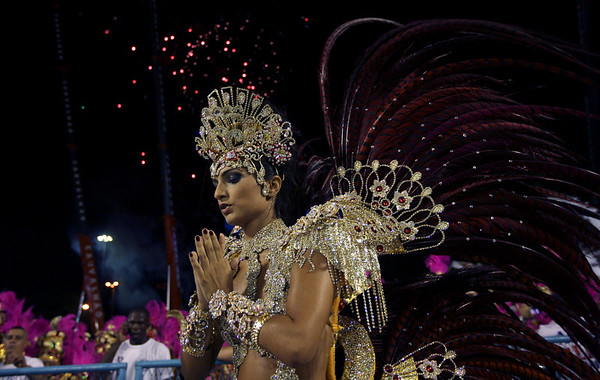 Bruna Bruno, queen of the drums' section of Uniao da Ilha samba school,  prays before the carnival parade at the Sambadrome, in Rio de Janeiro, Sunday, Feb.14, 2010. (AP Photo/Silvia Izquierdo)