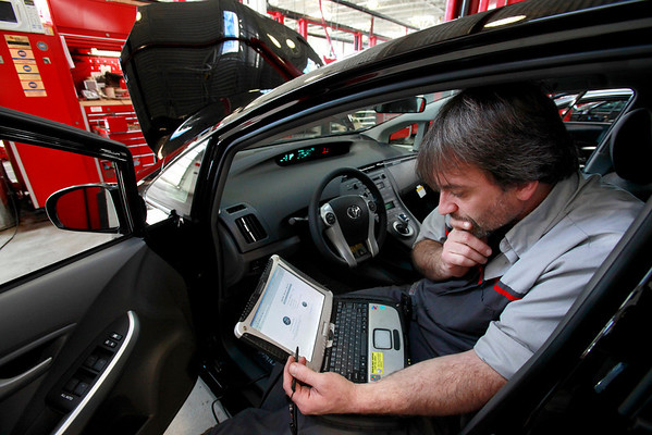 Master Diagnostic Technician Kurt Juergens, of Foxborough, Mass., uses a laptop computer to diagnose and repair the brake system on a 2010 Toyota Prius in the repair shop of a Toyota dealership, in Norwood, Mass., on Tuesday, Feb. 9, 2010.  Toyota announced early Tuesday it would recall about 437,000 Prius and other hybrid vehicles to fix brake problems. There have been about 200 complaints in Japan and the U.S. about a delay when the brakes in the Prius were pressed in cold conditions and on some bumpy roads. (AP Photo/Steven Senne)