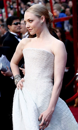 Amanda Seyfried arrives during the 82nd Academy Awards Sunday,  March 7, 2010, in the Hollywood section of Los Angeles. (AP Photo/Matt Sayles)
