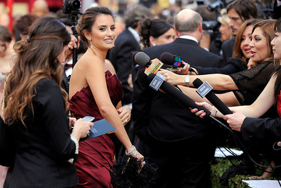 Penelope Cruz arrives at the 82nd Academy Awards Sunday,  March 7, 2010, in the Hollywood section of Los Angeles. (AP Photo/Chris Pizzello)