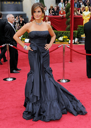 Mariska Hargitay arrives at the 82nd Academy Awards Sunday,  March 7, 2010, in the Hollywood section of Los Angeles. (AP Photo/Chris Pizzello)