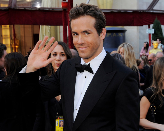 Ryan Reynolds arrives at the 82nd Academy Awards Sunday,  March 7, 2010, in the Hollywood section of Los Angeles. (AP Photo/Chris Pizzello)