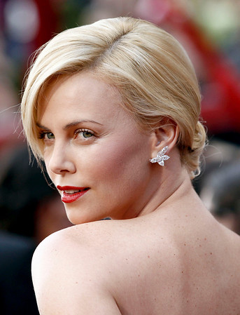 Charlize Theron arrives during the 82nd Academy Awards Sunday,  March 7, 2010, in the Hollywood section of Los Angeles. (AP Photo/Matt Sayles)