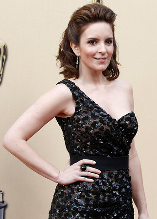 Tina Fey arrives during the 82nd Academy Awards Sunday,  March 7, 2010, in the Hollywood section of Los Angeles. (AP Photo/Matt Sayles)