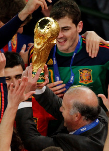 South Africa Soccer WCu(10).JPG Spain head coach Vicente Del Bosque, front, lifts up the World Cup trophy as Spain goalkeeper Iker Casillas, back right, celebrates following the World Cup final soccer match between the Netherlands and Spain at Soccer City in Johannesburg, South Africa, Sunday, July 11, 2010.  (AP Photo/Themba Hadebe)