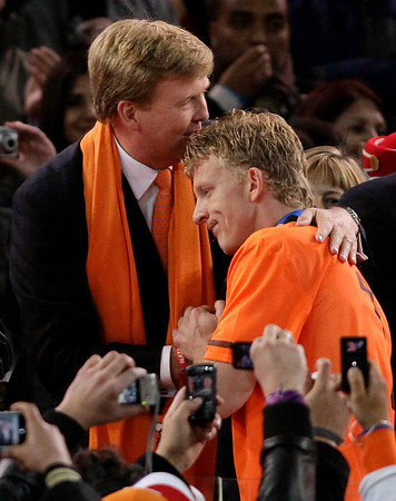 Dutch Crown Prince Willem-Alexander, left, shakes hands with Netherlands' Dirk Kuyt, right, following the World Cup final soccer match between the Netherlands and Spain at Soccer City in Johannesburg, South Africa,  Sunday, July 11, 2010. Spain won 1-0. (AP Photo/Ivan Sekretarev)