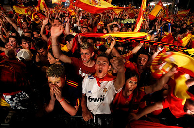 Spanish fans celebrate at Madrid's Recoletos' boulevard after Spain defeated the Netherlands to win the World Cup soccer final, taking place in South Africa, on Sunday, July 11, 2010. Spain won 1-0. (AP Photo/Armando Franca)